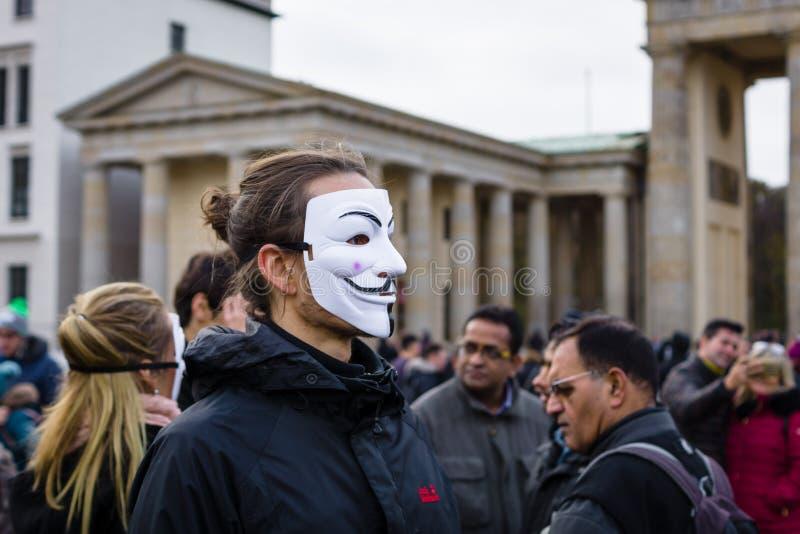 柏林素食主义者真相` `立方体的街道行动  库存图片