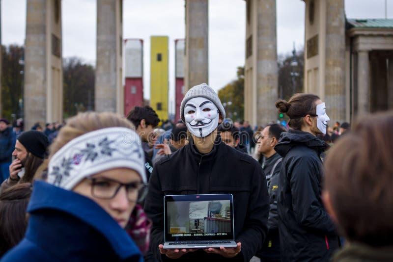 柏林素食主义者真相` `立方体的街道行动  免版税库存照片
