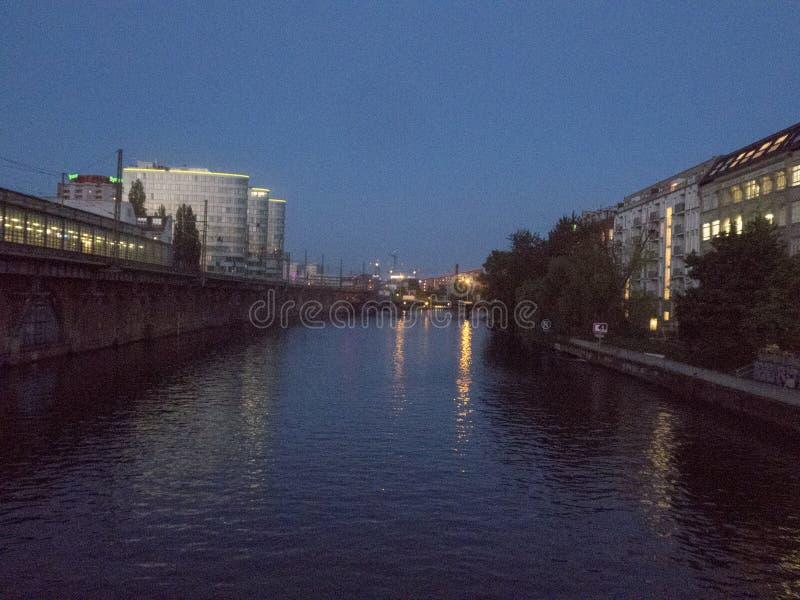 柏林都市风景在晚上 库存照片