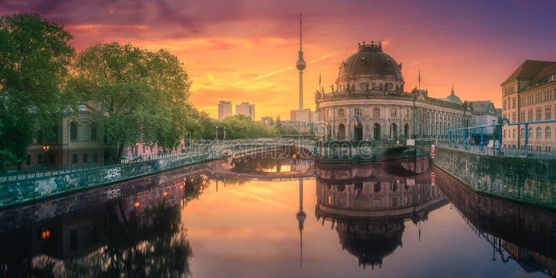 柏林,德国狂欢河的柏林博物馆岛  库存图片