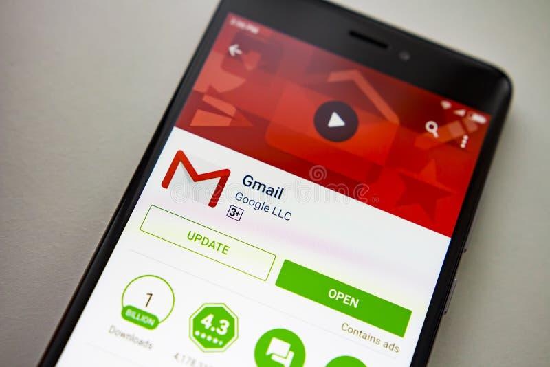 柏林,德国- 2017年11月19日:在屏幕现代智能手机的Gmail应用在戏剧商店 谷歌apps 库存图片
