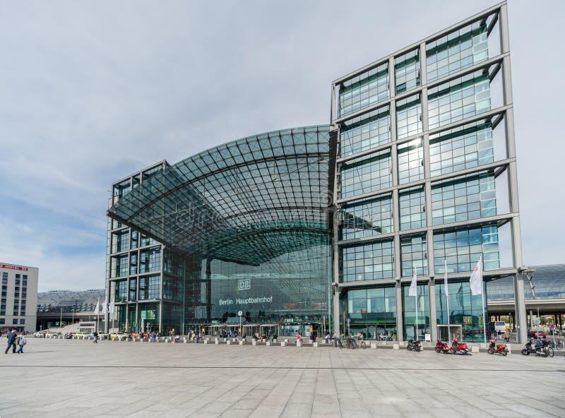 柏林,德国- 2012年9月25日:柏林火车站 Hauptbahnhof 在看法之外,外部 免版税库存照片
