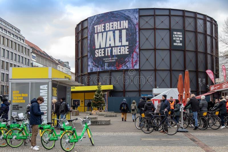 柏林,德国- DEC 1日2018年:铁幕- Asisi全景博物馆、柏林围墙和检验站查理,柏林,德国 免版税图库摄影