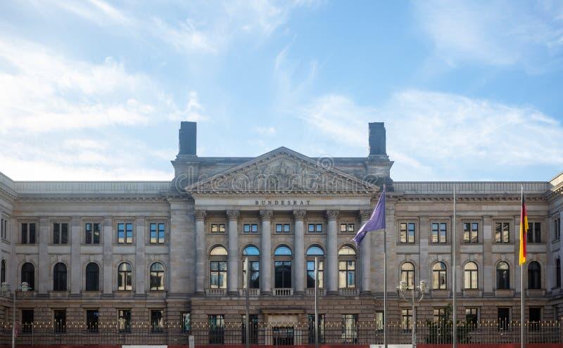 柏林,西德参议院大厦在德国多云天空下 在全景的普鲁士人的英国上议院 免版税库存图片