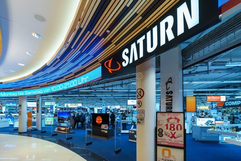 柏林`购物中心`购物中心的土星商店在Leipziger普拉茨的 免版税图库摄影