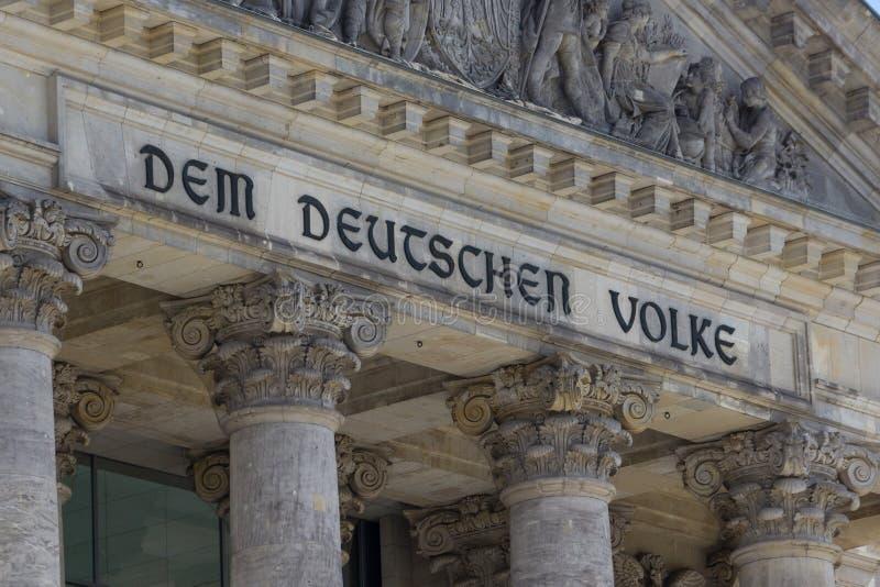 柏林dem详细资料deutschen德国reichstag volke 免版税库存图片