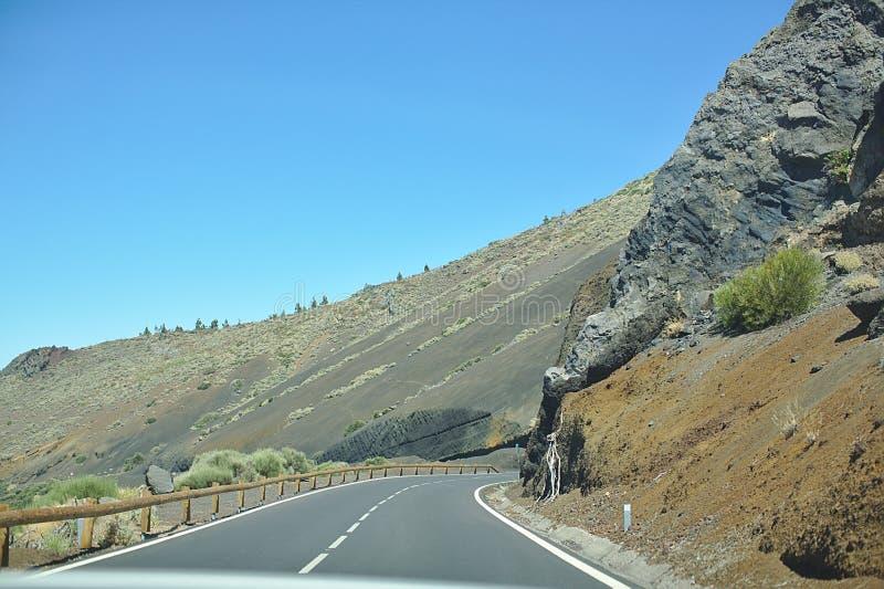 柏油路在一国立公园,山的,好日子,旅行乘汽车本质上,加那利群岛,特内里费岛 免版税库存图片