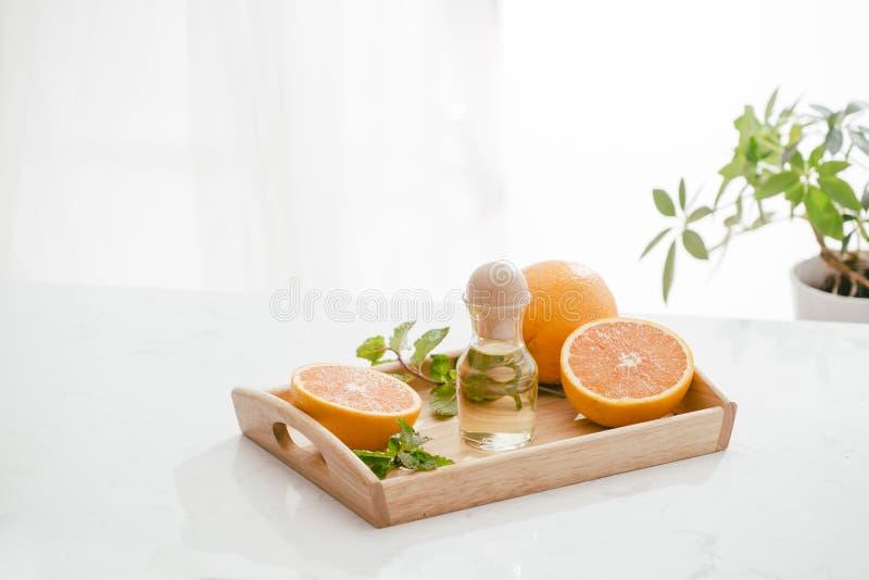 柑桔维生素C血清油秀丽关心,防皱天然化妆品 精华,芳香疗法 免版税库存照片