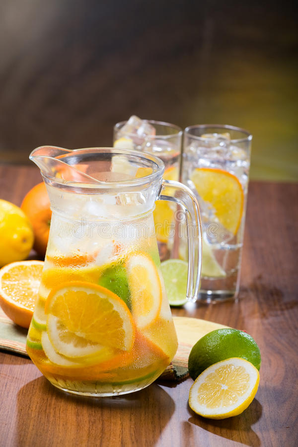 柑橘冰水 库存图片