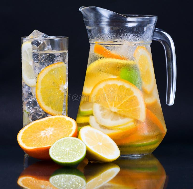 柑橘冰水 图库摄影