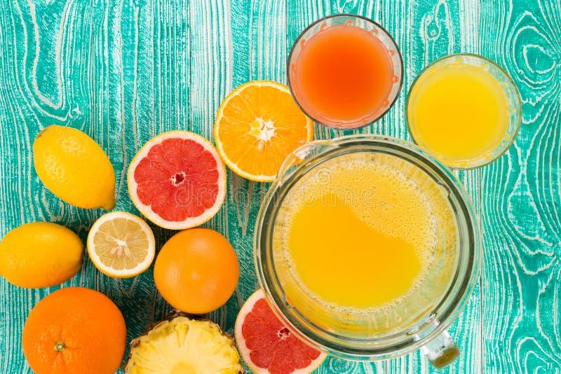 柑橘新鲜水果汁 免版税库存照片