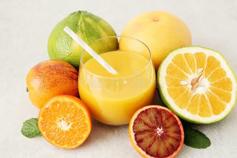 长期吃柠檬水会腐蚀臼齿吗 怎么吃柠檬水不伤牙