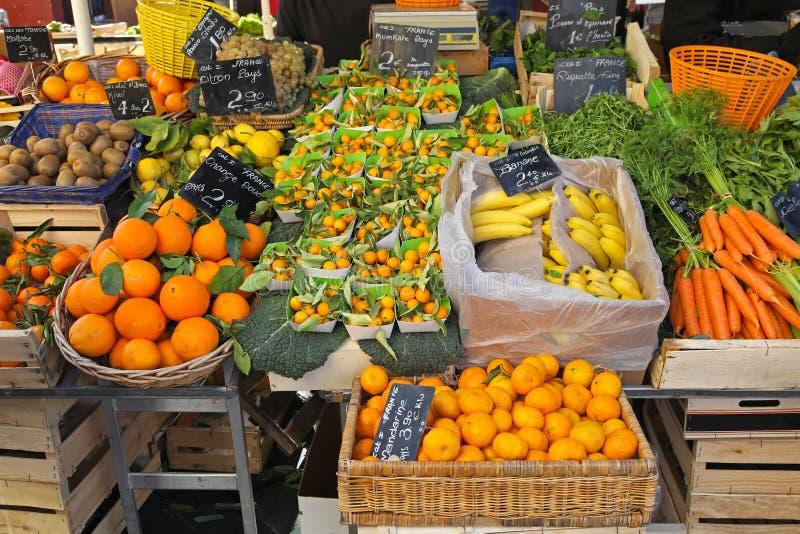 Download 柑橘水果 库存图片. 图片 包括有 副食品, 停转, 条板箱, 果子, 猕猴桃, 巴马科, 蔬菜, 橙色 - 30331275