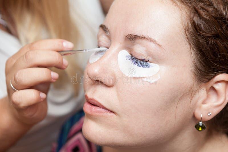 洗染与永久蓝色构成的女性睫毛 免版税库存照片