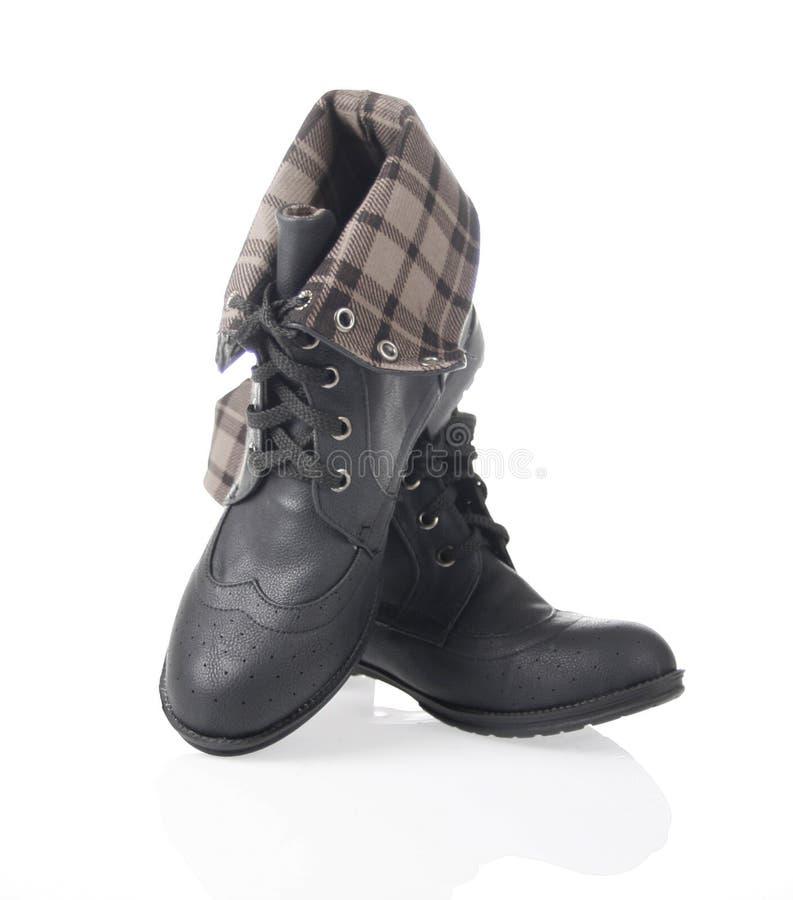 染黑折叠被排行在格子花呢披肩鞋子 图库摄影
