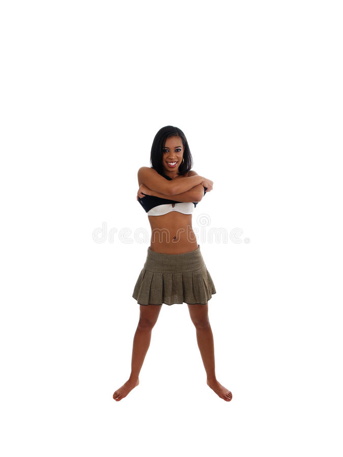 染黑衬衣皮包骨头的微笑的采取的妇女年轻人 免版税库存照片