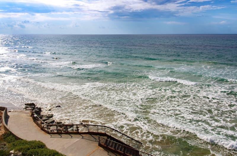 柔和的下降向海,由混凝土制成 库存图片