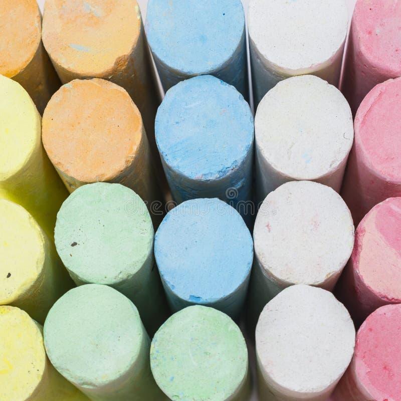柔和的淡色彩色的白垩棍子 免版税库存图片