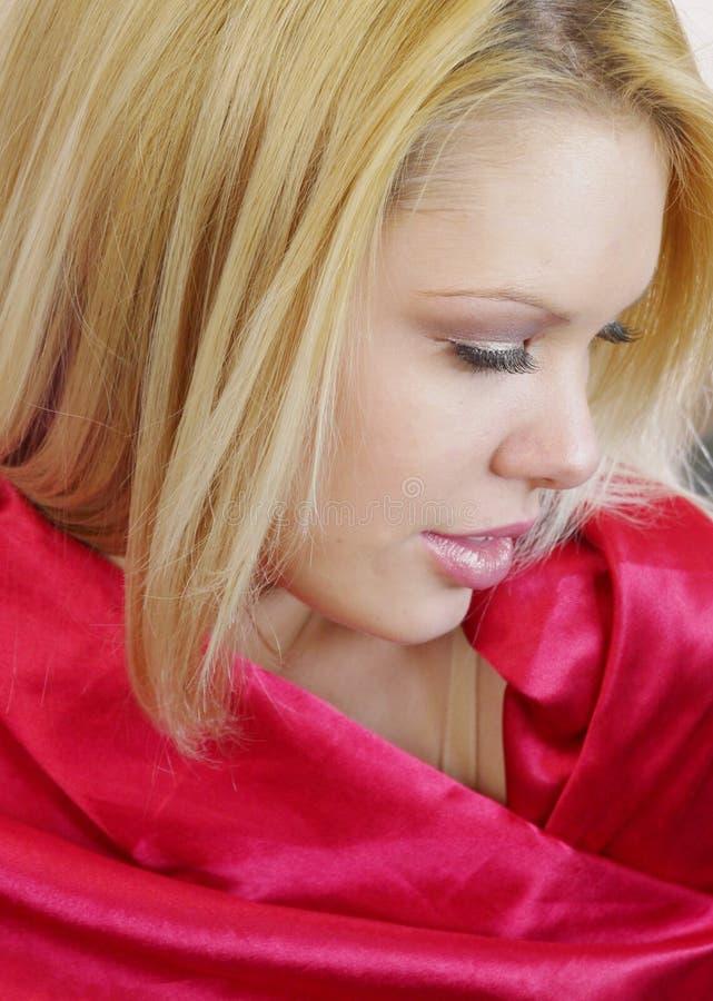 柔和的红色缎