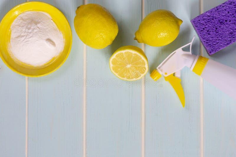 柠檬、发面苏打和醋eco家务的 免版税库存照片