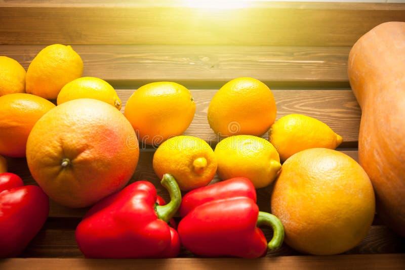 柠檬、葡萄柚和南瓜 抽象背景异教徒青绿 纹理 库存图片