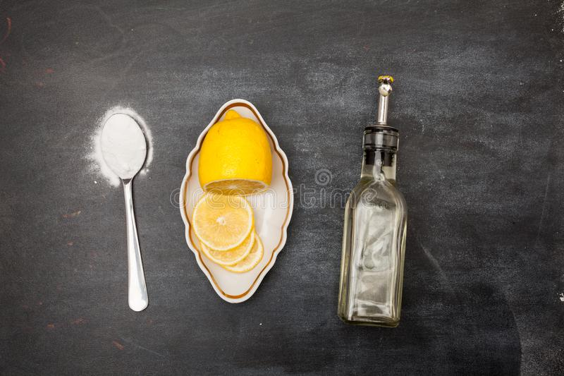 柠檬和发面苏打为 免版税库存照片