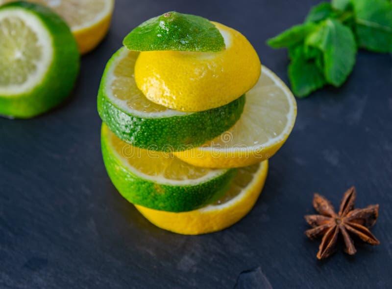 柠檬和石灰混合 免版税库存照片