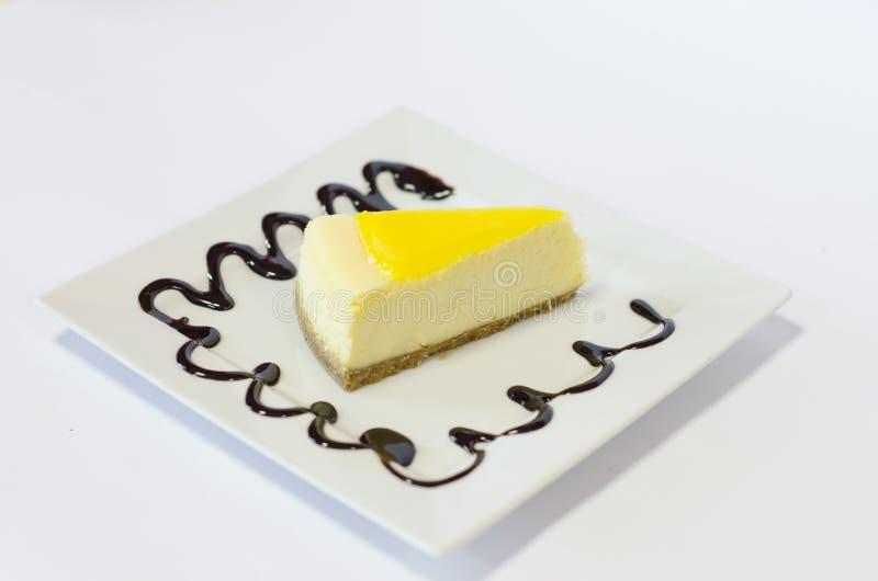 柠檬奶酪蛋糕白色背景 免版税库存图片