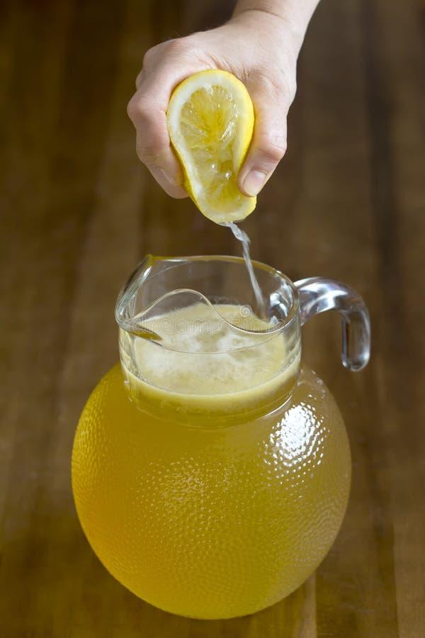 柠檬挤压 免版税库存照片