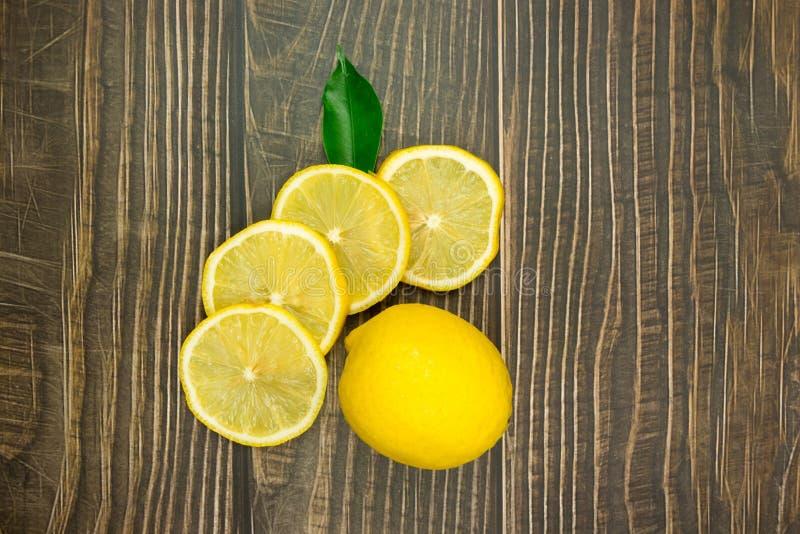 柠檬新鲜的射击在演播室 图库摄影