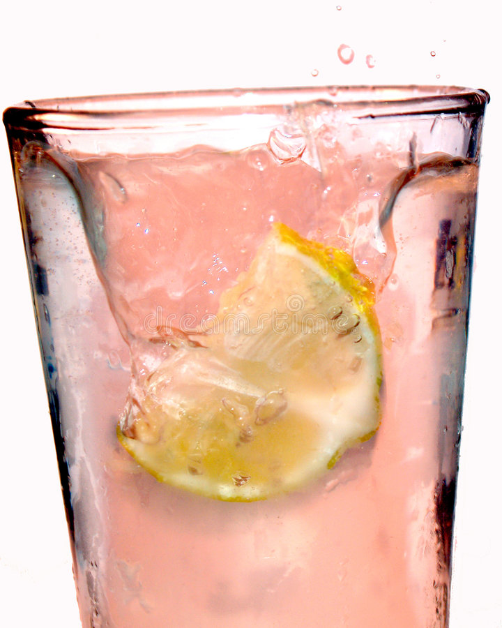 柠檬水粉红色飞溅 免版税图库摄影
