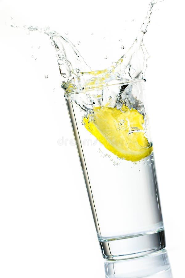 柠檬片式飞溅 免版税库存图片