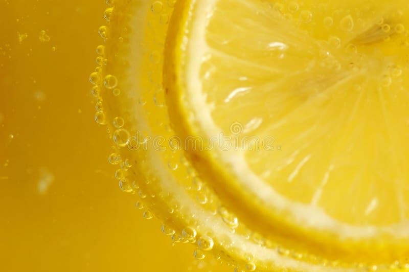 Download 柠檬片式 库存照片. 图片 包括有 bubblegum, 新鲜, 下落, 液体, 起泡的, 红色, 果子, 柠檬 - 175156