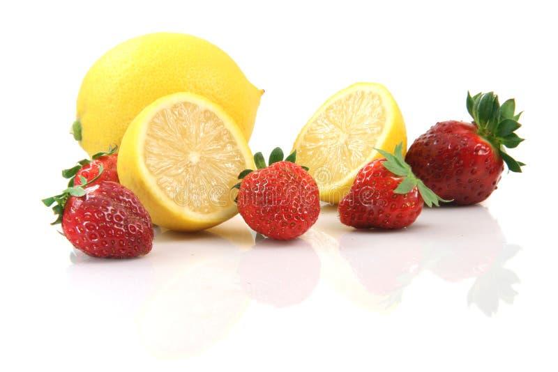 柠檬草莓 免版税库存照片