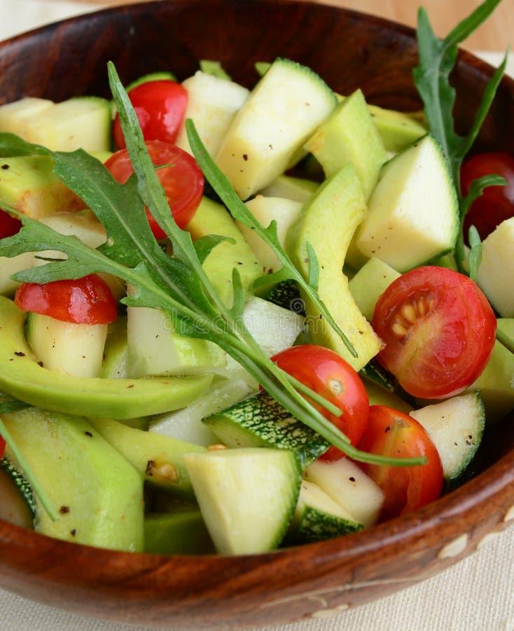 柠檬酸苹果鲕梨和蕃茄沙拉 免版税图库摄影