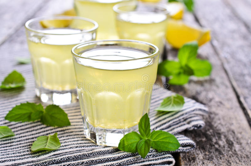 柠檬饮料  免版税库存照片