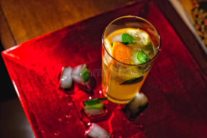 柠檬水用薄菏和冰 免版税图库摄影
