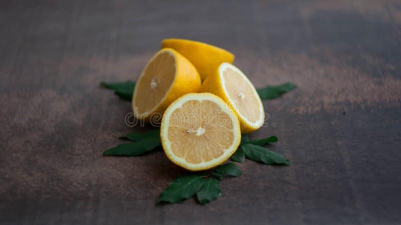 柠檬黄色水多的果子  库存图片