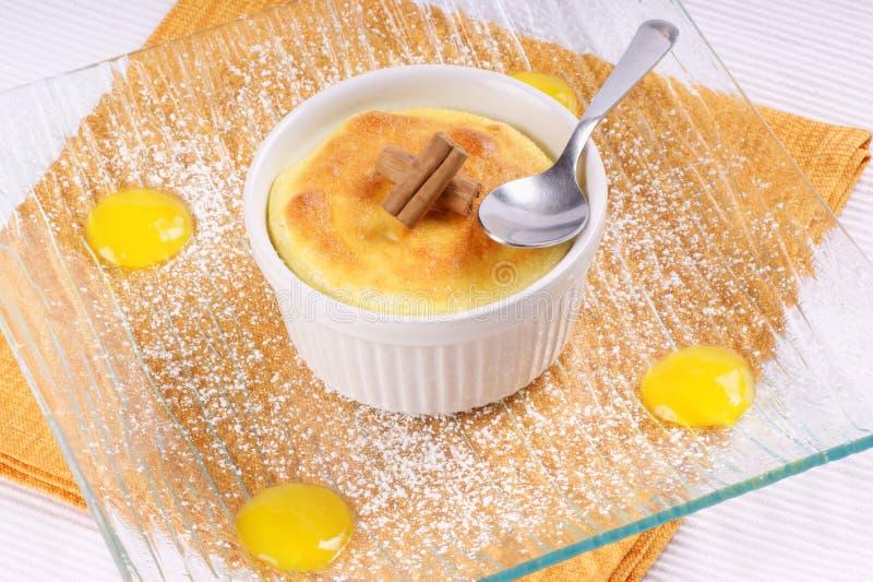 柠檬ricotta蛋白牛奶酥 免版税库存照片