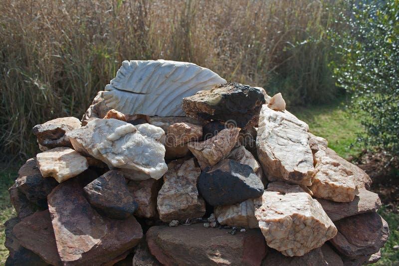 查出的例证反对堆岩石 库存照片
