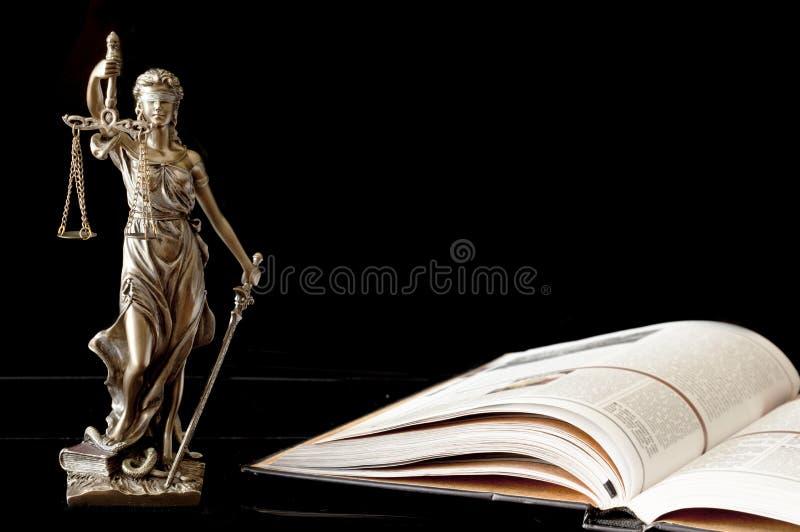 查出的正义剪影雕象白色 免版税图库摄影