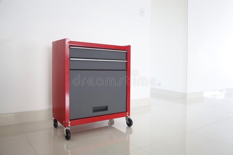 查出的红色工具箱 免版税库存图片