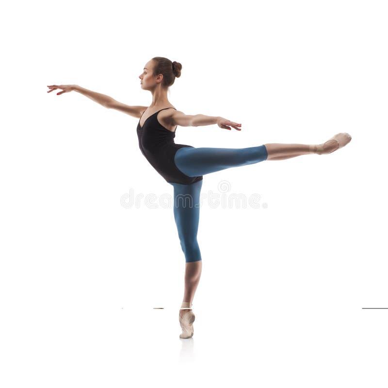 查出的美丽的跳芭蕾舞者 免版税库存图片