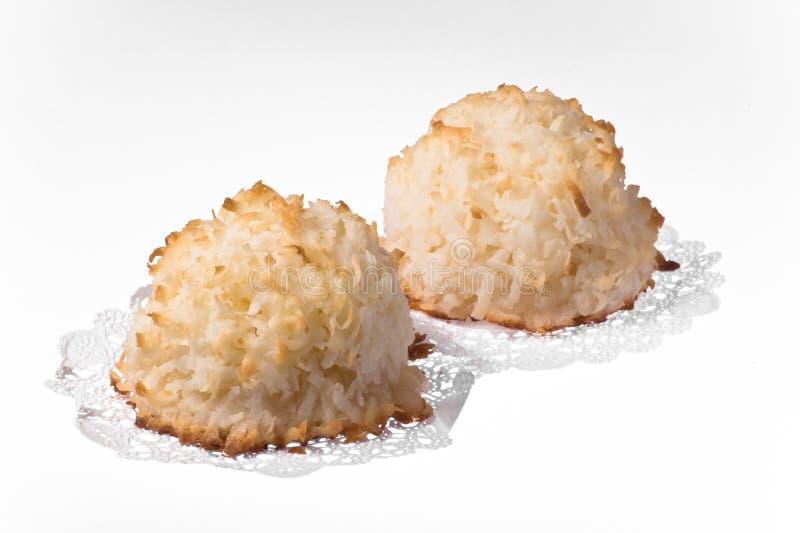 查出的蛋白杏仁饼干 免版税库存照片