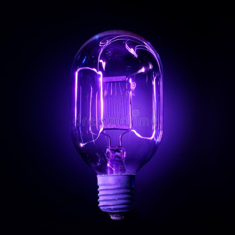 查出的闪亮指示紫外白色 免版税库存照片