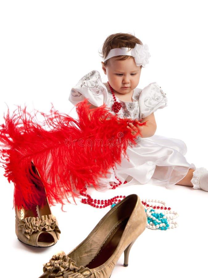查出红色的一点的大羽毛女孩藏品 免版税库存照片
