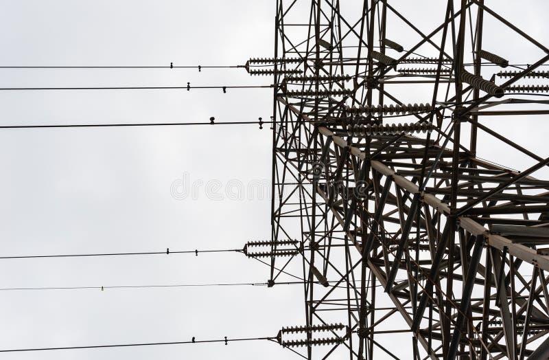 查寻大电子塔在阴暗天 免版税图库摄影