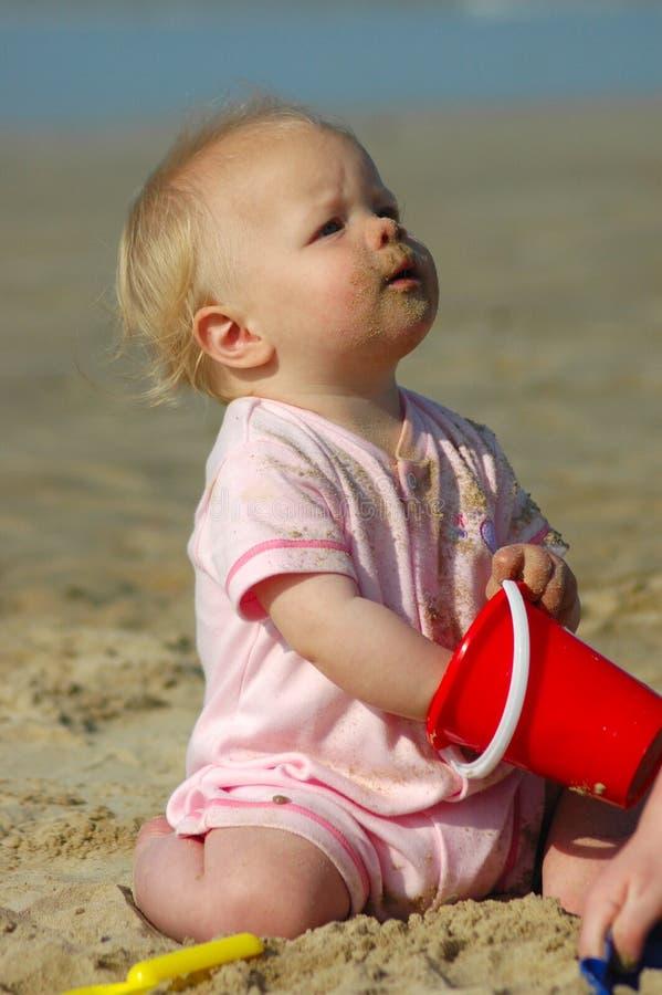 查寻的婴孩 免版税库存图片