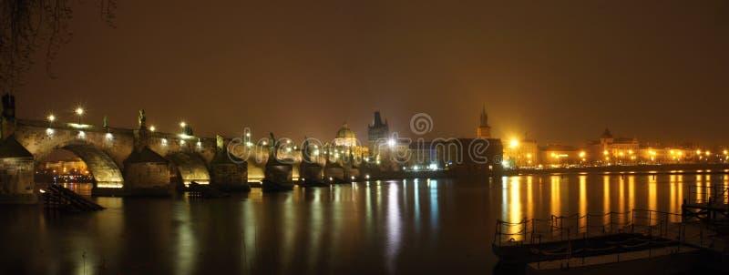 查尔斯桥梁全景夜 免版税库存照片