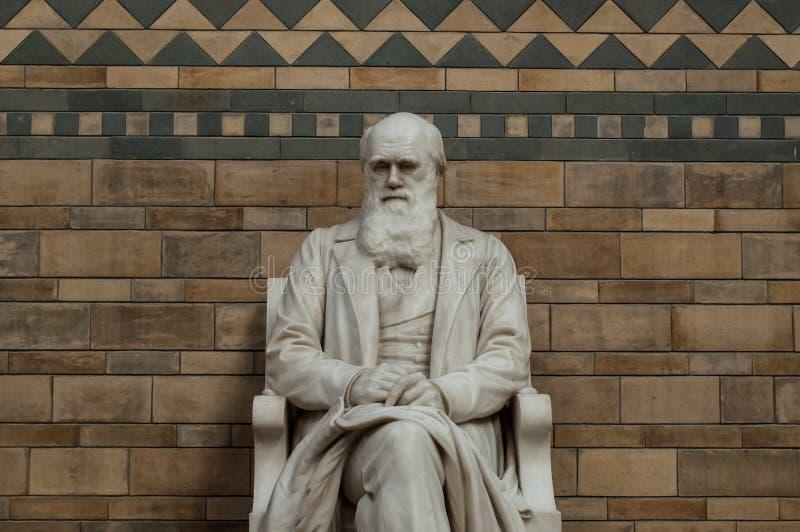 查尔斯・达尔文雕象  免版税库存照片